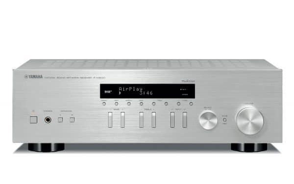 Yamaha R-N303D è un sintoamplificatore stereofonico silver